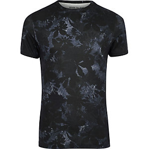 Black and red leaf print muscle fit T-shirt