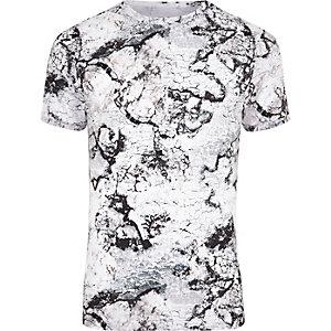 Wit aansluitend T-shirt met marmerprint