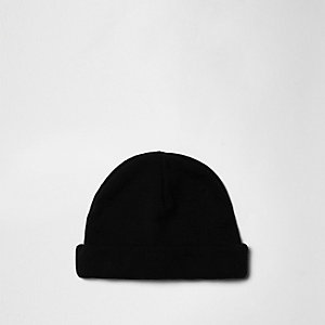 Black roll hem fisherman beanie