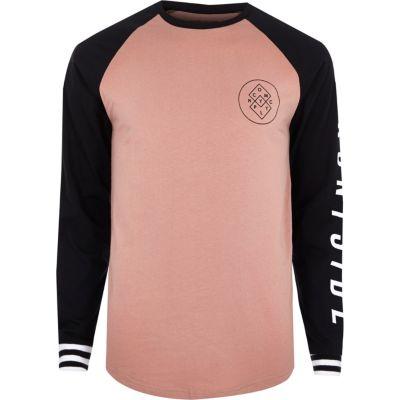 Roze T-shirt met grafische print en lange raglanmouwen