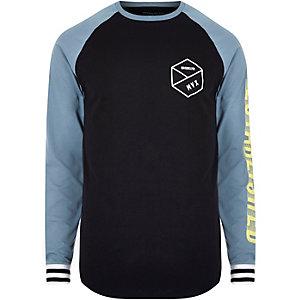 Schwarzes T-Shirt mit Raglanärmeln