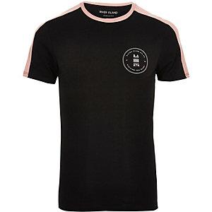 Big & Tall – Schwarzes T-Shirt mit Kontrastbahn