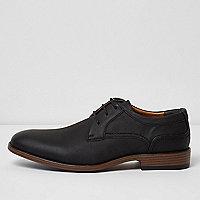 Schwarze, feine Schuhe mit Zierprägung