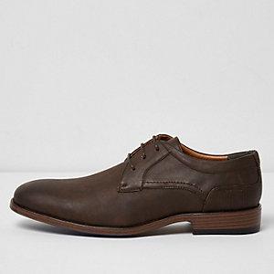 Dunkelbraue, feine Schuhe mit Prägung