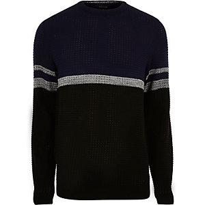 Marineblauwe pullover met kleurvlakken en strepen