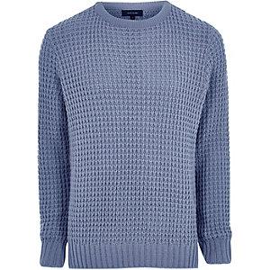 Blauwe gebreide pullover met wafeldessin