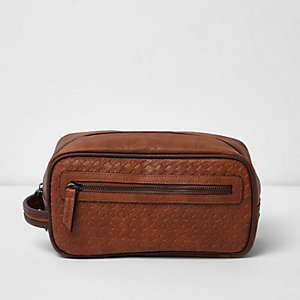 Tan brown textured zip front wash bag