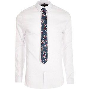 Wit aansluitend overhemd met gebloemde stropdas