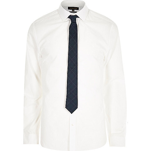 White poplin shirt with plaid tie