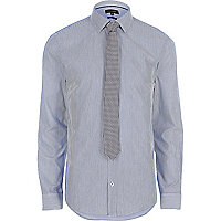 Blaues Slim Fit Hemd mit Krawatte