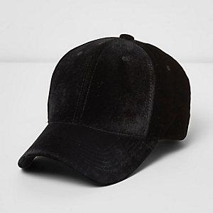 Schwarze Kappe aus Veloursleder