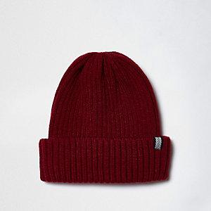 Bonnet en maille côtelée rouge foncé