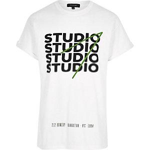 "Weißes Oversized T-Shirt mit ""Studio""-Print"
