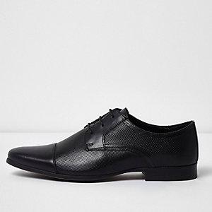 Schwarze, perforierte Schnürschuhe mit Zehenkappe