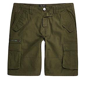 Grüne Shorts mit Cargo-Tasche