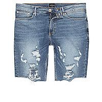 Mittelblaue Jeansshorts im Used-Look mit offenem Saum
