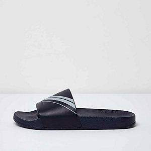 Marineblaue Slipper