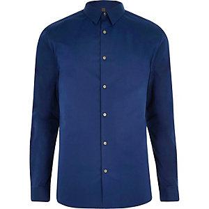 Chemise ajustée bleue à petit col pointu