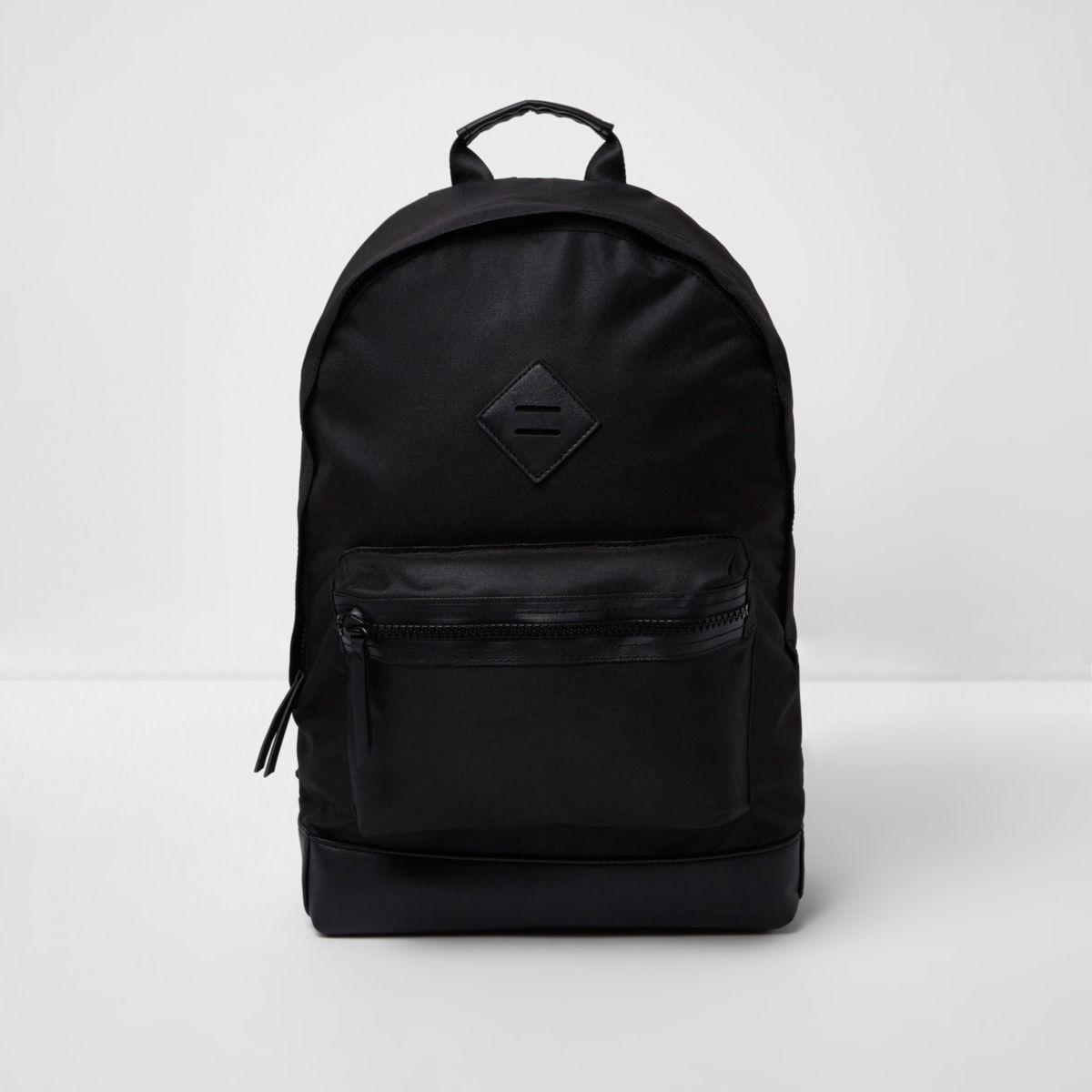 schwarzer rucksack mit vordertasche rucks cke taschen. Black Bedroom Furniture Sets. Home Design Ideas