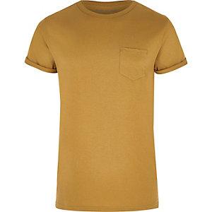T-shirt jaune moutarde à manches retroussées avec poche