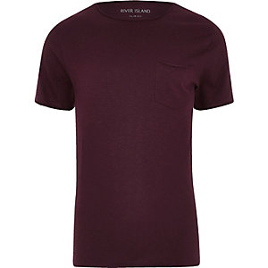Dunkelrote Slim Fit T-Shirt mit Tasche