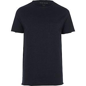 Marineblauw slim-fit T-shirt met zakje met onafgewerkte rand