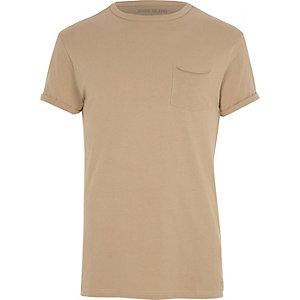 T-shirt marron clair à manches retroussées avec poche