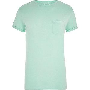 T-shirt vert clair à manches retroussées et poche
