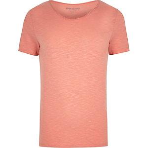 Muscle Fit T-Shirt in Koralle mit U-Ausschnitt