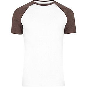 Wit aansluitend T-shirt met korte raglanmouwen