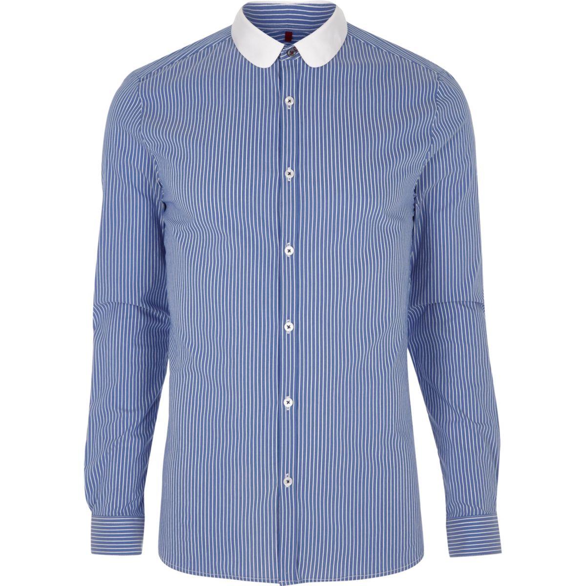 Chemise à rayures contrastantes bleue avec col arrondi