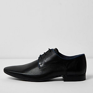 Black leather embossed shoes