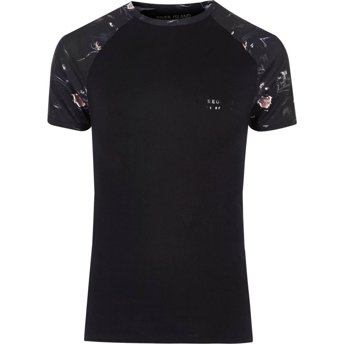 Schwarzes T-Shirt mit Raglan-Ärmeln