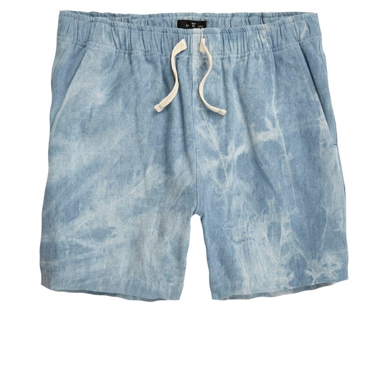 Blaue Shorts in Acid-Waschung