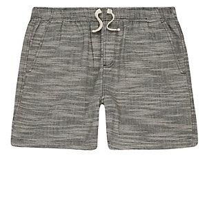Graue, strukturierte Shorts