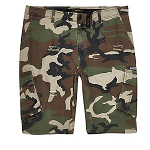 Dunkelgrüne Slim Fit Cargo-Shorts mit Camouflage-Muster