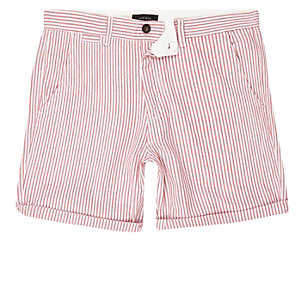 Rote, gestreifte Chino-Shorts