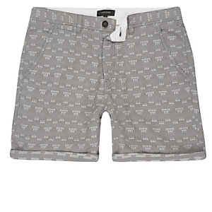 Graue strukturierte Shorts mit Geomuster