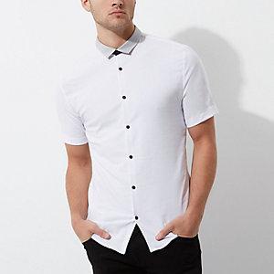 Wit aansluitend overhemd met contrast en korte mouwen