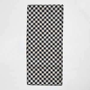 Steingrauer Schal mit Kontrastmuster