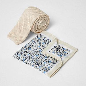 Ensemble pochette et cravate en maille crème
