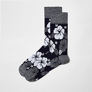Marineblaue Socken mit Hibiskusmotiv