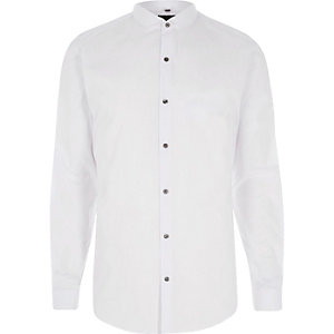 Chemise slim blanche à col arrondi et manches longues