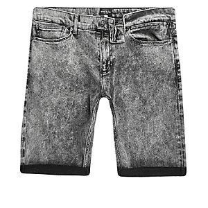 Short en jean noir délavé à l'acide coupe skinny