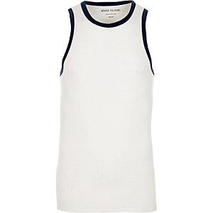 Weißes, figurbetontes Ringerhemd