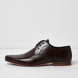 Chaussures derby en cuir marron foncé perforées