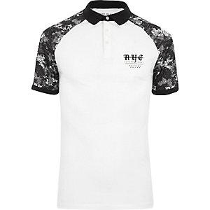 Zwart-wit aansluitend poloshirt met print en raglanmouwen