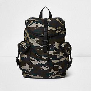Dunkelgrüner Rücksack mit Camouflage-Muster