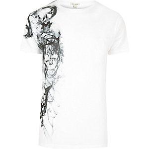 T-shirt blanc à imprimé têtes de mort et fumée sur le côté