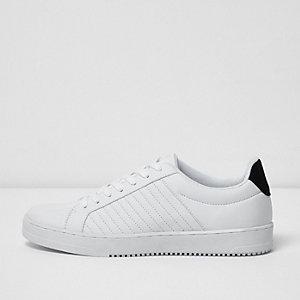 Witte gewatteerde vetersneakers